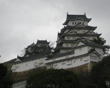 http://www.touristspots.org/wp-content/uploads/2009/12/Himeji-Castle-370x297.jpg