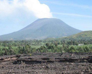 http://www.touristspots.org/wp-content/uploads/2010/01/Nyiragongo-Volcano-370x297.jpg
