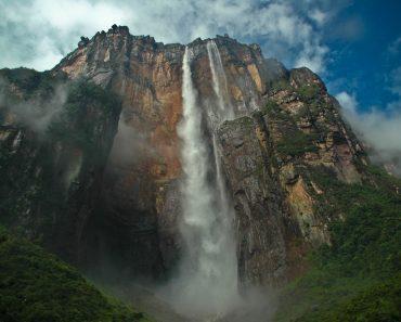 http://www.touristspots.org/wp-content/uploads/2011/03/Angel-Falls-370x297.jpg