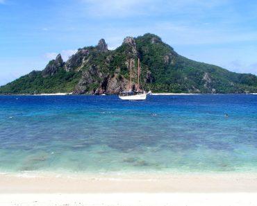 http://www.touristspots.org/wp-content/uploads/2011/03/Fiji-370x297.jpg