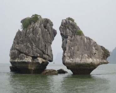 http://www.touristspots.org/wp-content/uploads/2011/03/Ha-Long-Bay-370x297.jpg