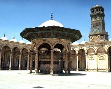 http://www.touristspots.org/wp-content/uploads/2011/03/Mosque-of-Muhammad-Ali-Pasha-370x297.jpg