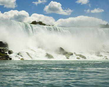 http://www.touristspots.org/wp-content/uploads/2011/03/Niagara-Falls-370x297.jpg