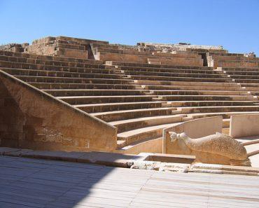 http://www.touristspots.org/wp-content/uploads/2011/03/Sabratha-in-Tripoli-370x297.jpg