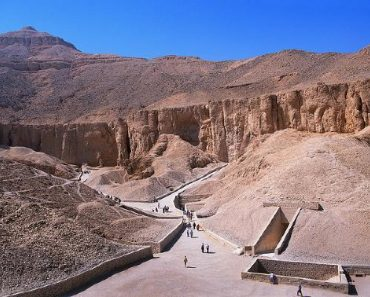 http://www.touristspots.org/wp-content/uploads/2011/03/Valley-of-the-Kings-370x297.jpg