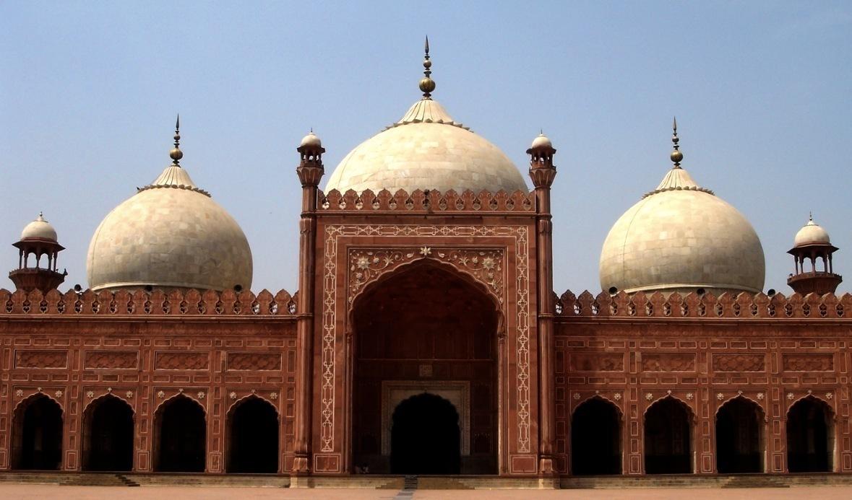 essay on badshahi masjid in urdu