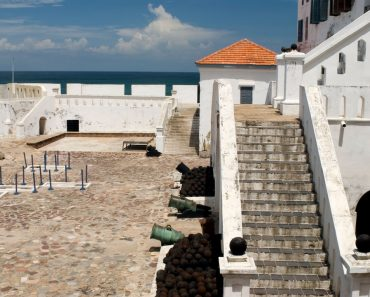 http://www.touristspots.org/wp-content/uploads/2011/05/Castles-and-Fortresses-Ghana-370x297.jpg