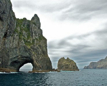 http://www.touristspots.org/wp-content/uploads/2011/06/Rock-Islands-370x297.jpg