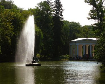 http://www.touristspots.org/wp-content/uploads/2011/06/Sofiyivsky-Park-370x297.jpg