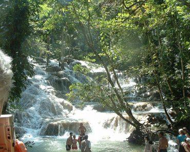 http://www.touristspots.org/wp-content/uploads/2011/07/Dunns-River-Falls-370x297.jpg