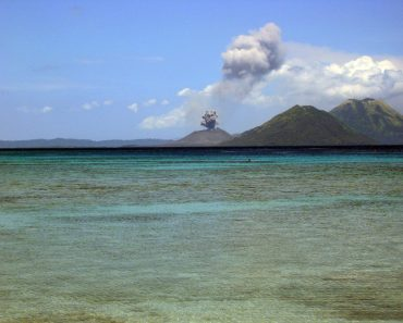 http://www.touristspots.org/wp-content/uploads/2011/08/The-Islands-Papua-New-Guinea-370x297.jpg