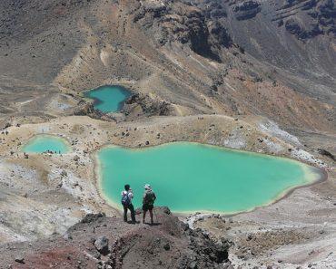 http://www.touristspots.org/wp-content/uploads/2011/08/Tongariro-Alpine-Crossing-370x297.jpg