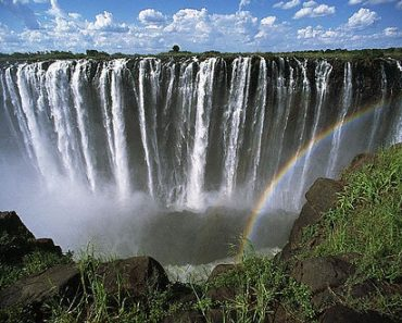 http://www.touristspots.org/wp-content/uploads/2011/08/Victoria-Falls-370x297.jpg