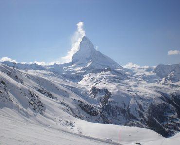http://www.touristspots.org/wp-content/uploads/2011/08/Zermatt-370x297.jpg
